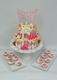 Dripped Cake communietaart met bijpassende cupcakes