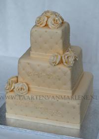 moderne taart met rozen