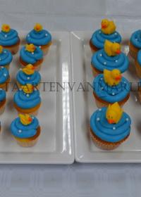 Cupcakes met crème en eendjes