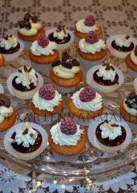 Cupcakes met crème en fruit