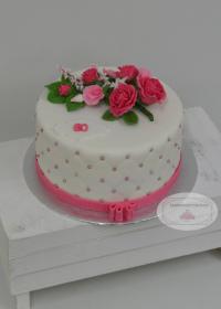 Verjaardagtaart met bloemstuk