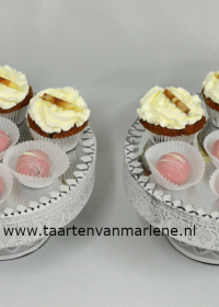 Cakepop bolletjes en mini cupcakes