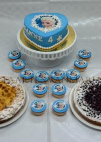 taart met cupcakes en vlaai