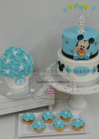 Eerste verjaardag met smash cake en cupcakes